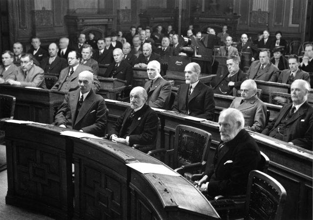 Luonnonsuojeluliiton perustamiskokous Säätytalolla vuonna 1938.