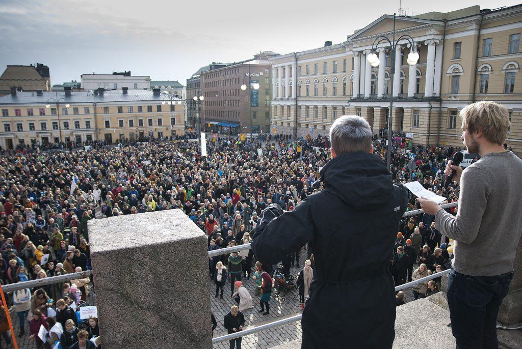 Suojeluasiantuntija Otto Bruun puhuu Ilmastomarssilla 2018. Kuva: Felix Siivonen.