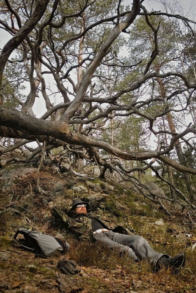 Espoon ympäristöyhdistyksen Marko Takanen lempipaikassaan Mynttilän metsässä, Espoossa.