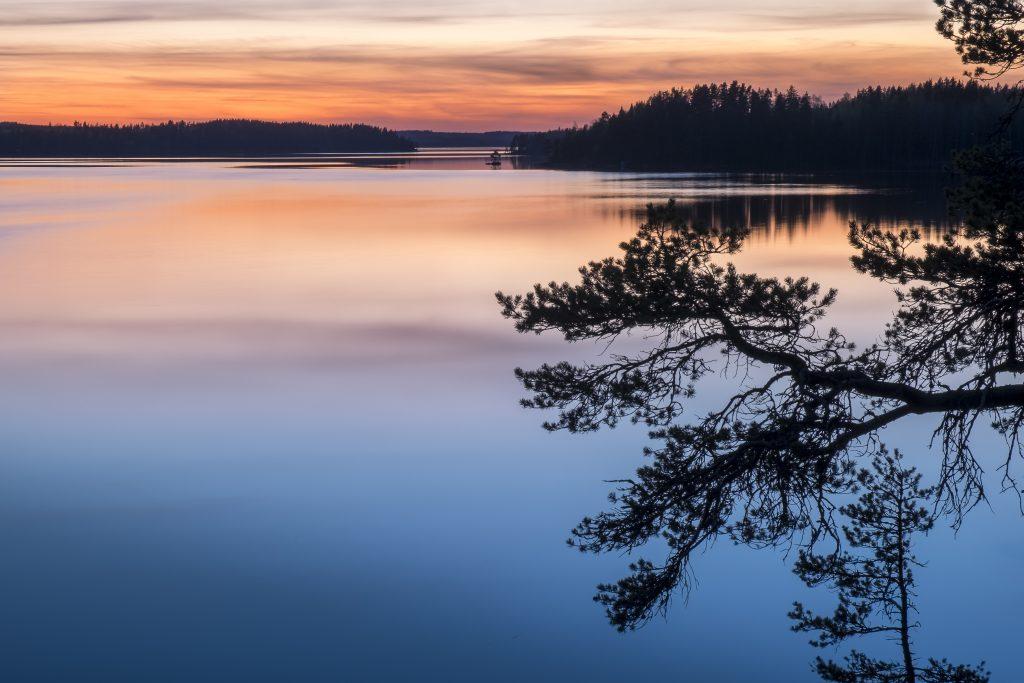 Auringonlasku Vanajavedellä. Kuva: Jani Riekkinen